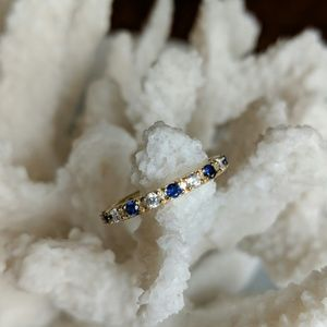 Jewelry - Gold ring with blue